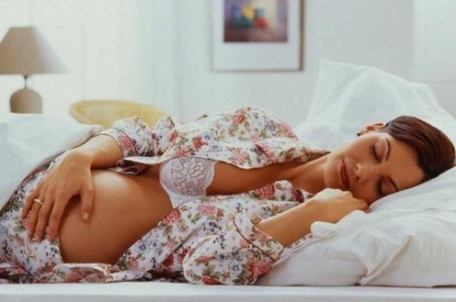 Коричневые выделения при беременности на ранних сроках - опасно ли это?