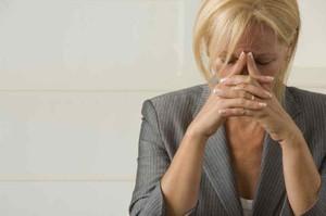 Желтые выделения у женщин без запаха и зуда - это норма или признак заболевания