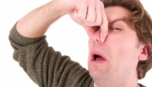 Почему сперма может неприятно пахнуть?