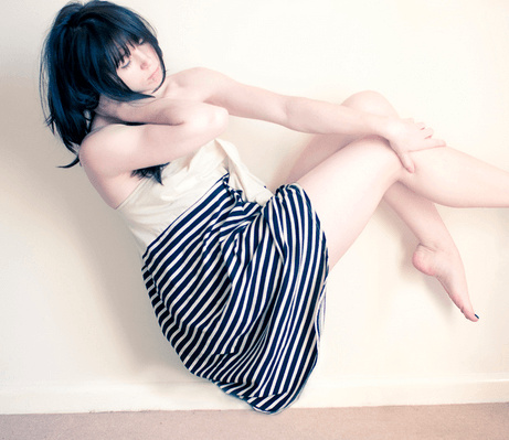 Выделения при молочнице у женщин: как выглядят, чем лечат