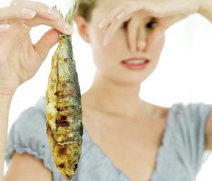 Рыбный запах из интимной зоны у женщин и мужчин