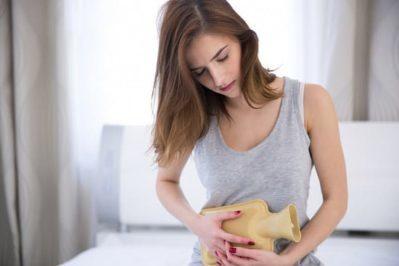 Моча с кровью у женщин - причины, диагностика и возможное лечение
