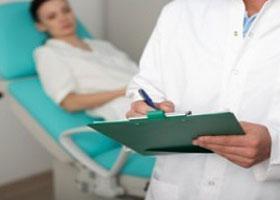 Желтые выделения перед месячными: нужно ли лечить, какие причины
