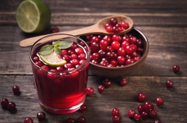 Лечение герпеса народными средствами: сок чистотела, живичная смола, напитки из трав