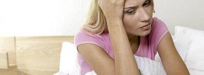 Лечение и причины выделений с неприятным запахом в интимной зоне -