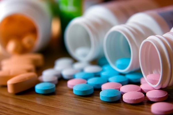 Лечение молочницы у мужчин: медикаментозные препараты и народные методы