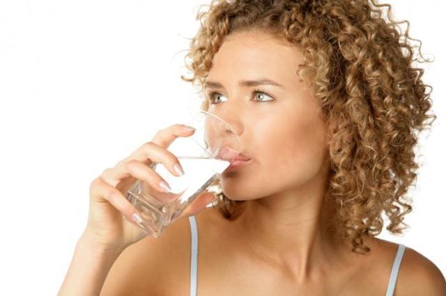 Прозрачная моча - как вода, какие причины, стоит ли волноваться?